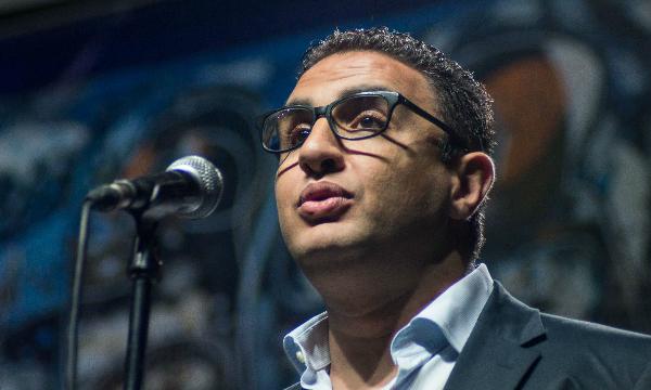 Translate Arabic poet Najwan Darwish with Atef Alshear