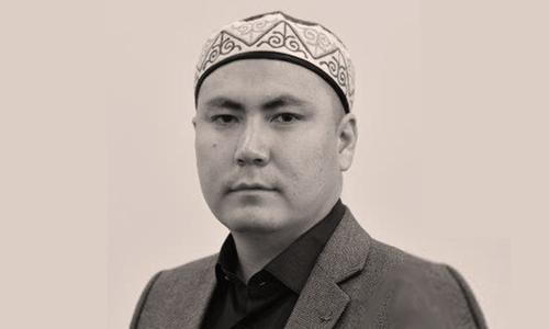 Kazakh poet Yerlan Junis Translation Workshop
